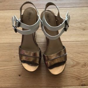 Mission Gold Wedges - size 9